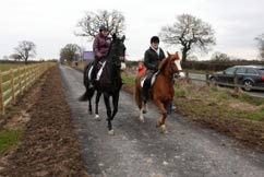 horseriders-on-greenway